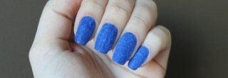 unhas-de-veludo-azul diferente e moderno