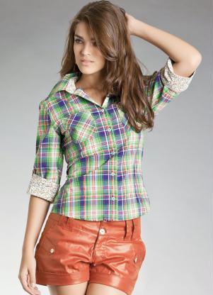 imagem 18 - CAMISA XADREZ FEMININA : Como usar com calça, saia, ou shorts
