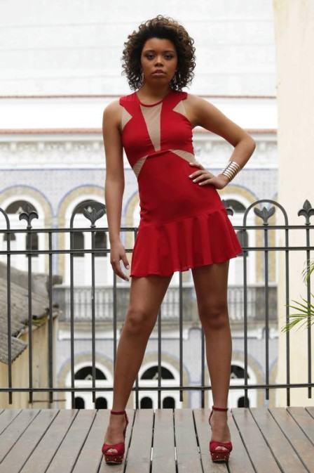 vestido-com-detalhes-em-tule-vermelho