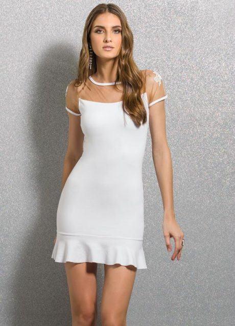 vestido detalhe tule na cor branca 460x636 - Vestidos com detalhes em tule: Modelos com renda, estampados e mais