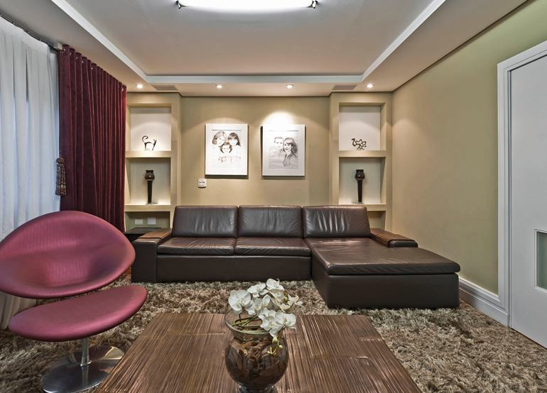 SOFÁS DE COURO ; Várias cores e estilos para sala de estar