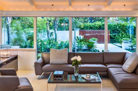sof%C3%A1 de couro para sala 460x304 - SOFÁS DE COURO ; Várias cores e estilos para sala de estar