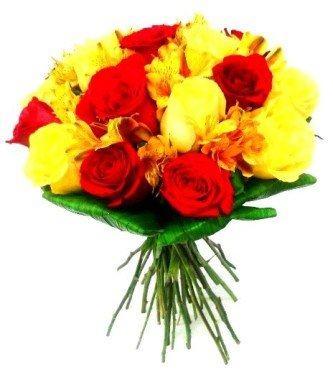 buquê de rosas amarelas com vermelho