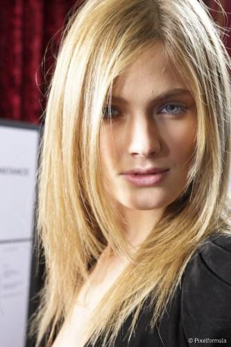 cortes de cabelos desfiados loiros
