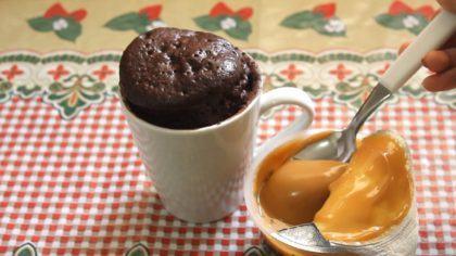 como fazer bolo de caneca no microondas 420x236 - RECEITA: Como fazer bolo de caneca de microondas