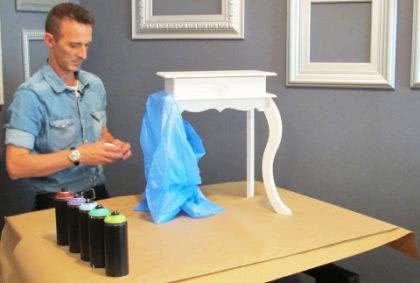 como pintar móveis antigos com spray